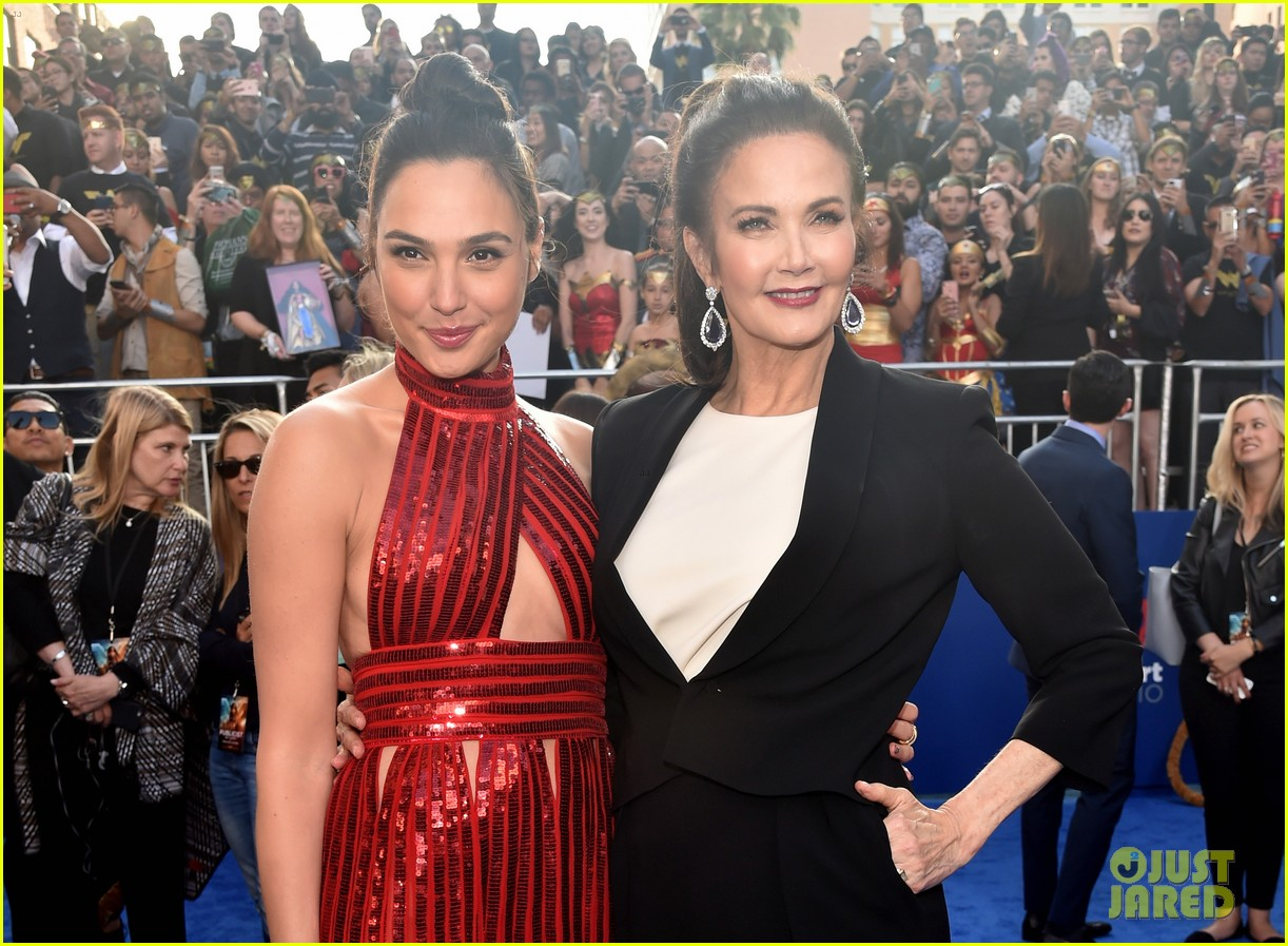gal gadot chris pine and robin wright premiere wonder woman in hollywood 023905848
