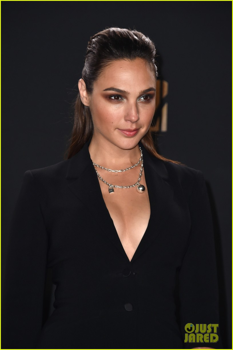 gal gadot to premiere final wonder woman trailer at mtv movie tv awards 2017 023896219
