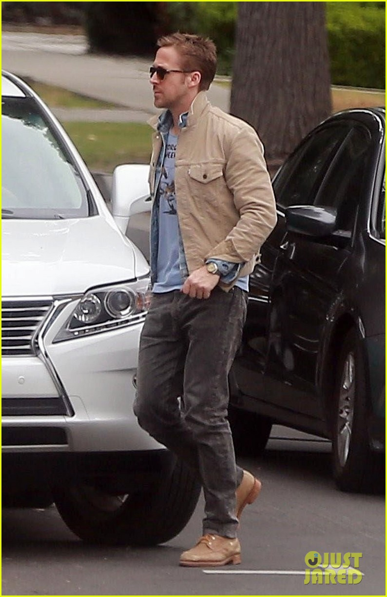 ryan gosling puts on red nose for red nose day 063905660