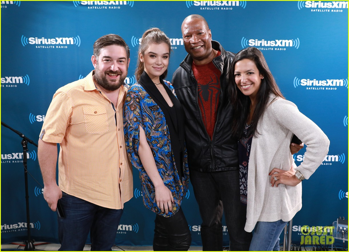 Watch Hailee steinfeld filming pitch perfect video