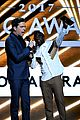 kevin hart ed helms billboard music awards 06