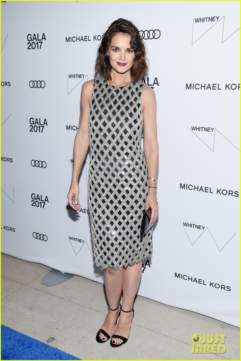 katie holmes shines at whitney event in nyc033904547