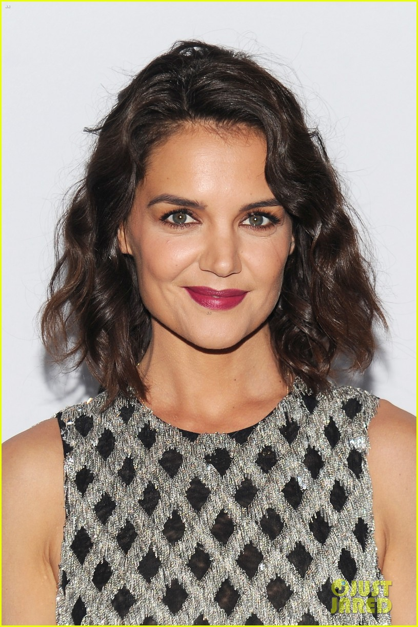 katie holmes shines at whitney event in nyc043904548