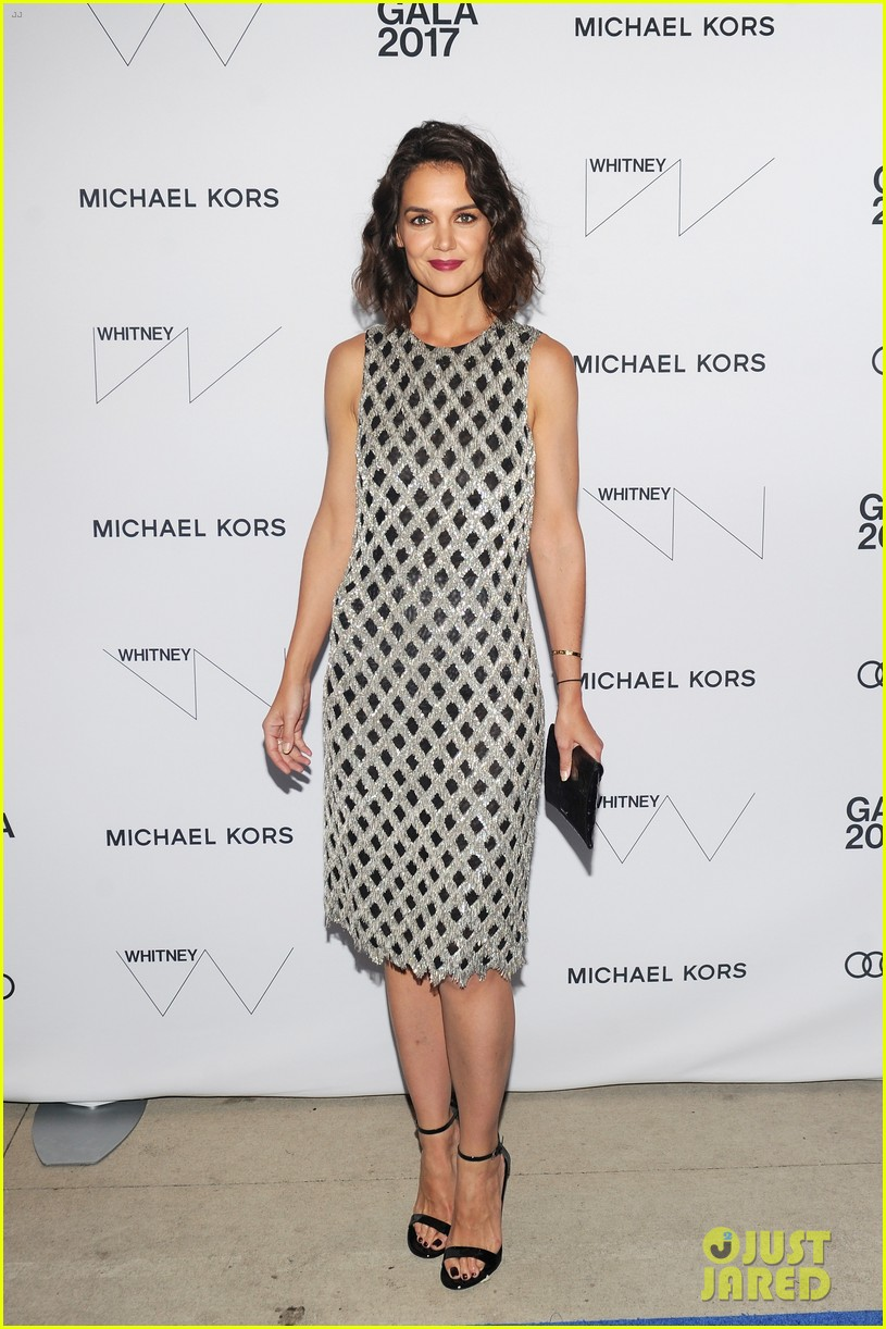 katie holmes shines at whitney event in nyc073904551
