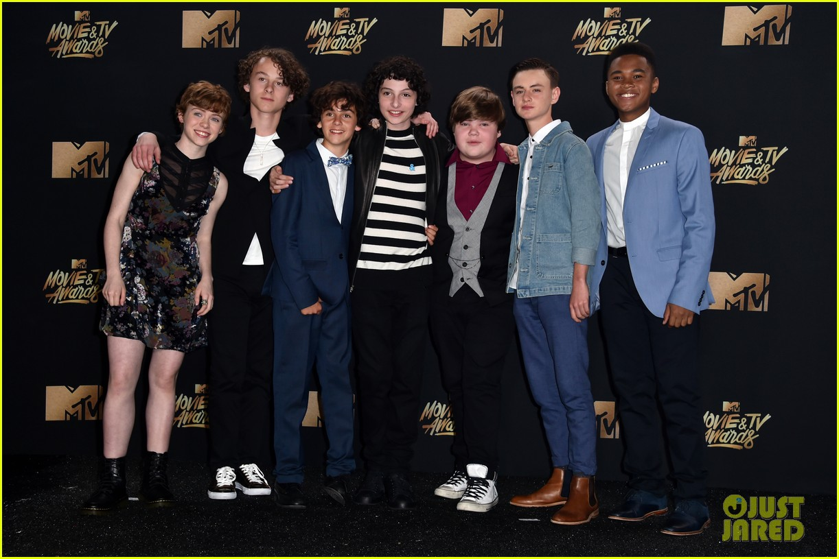 It Movie Cast Debuts Scary New Trailer At Mtv Awards Video