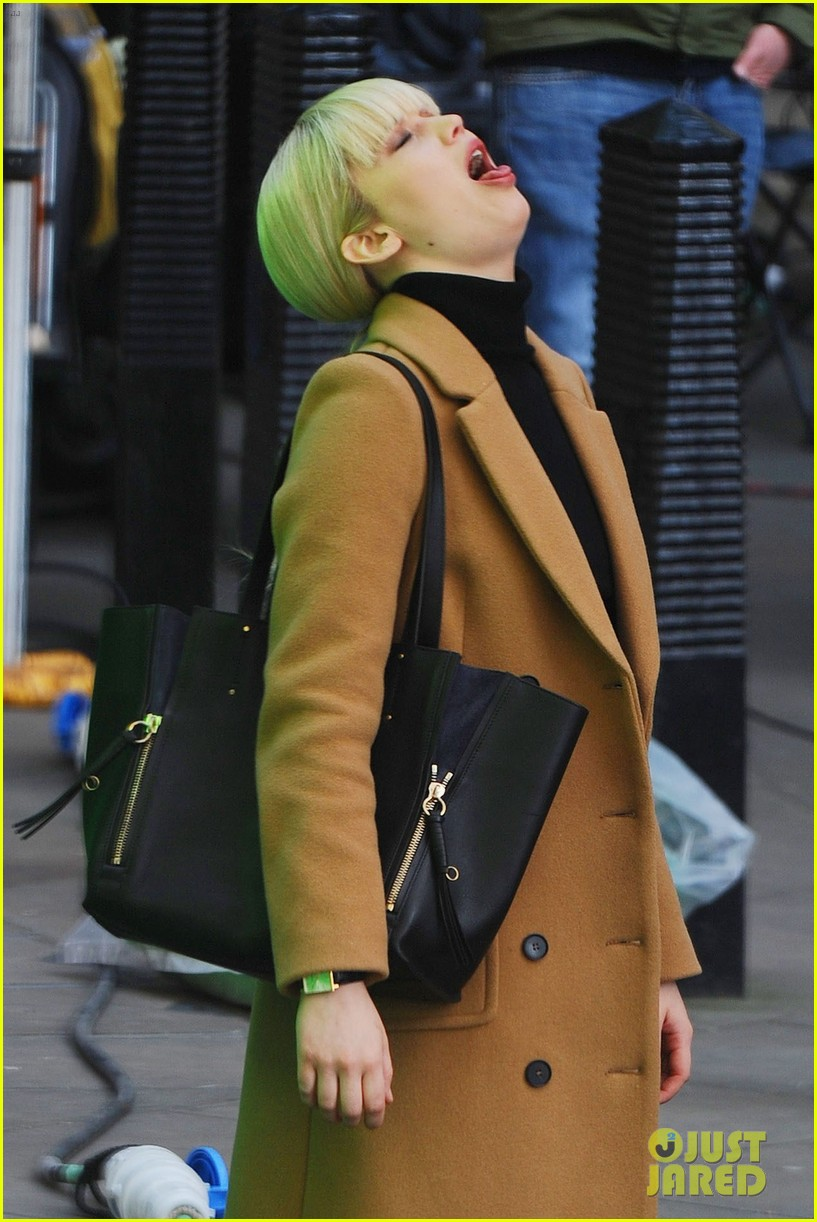jennifer lawrence gets into character on red sparrow set 033896053