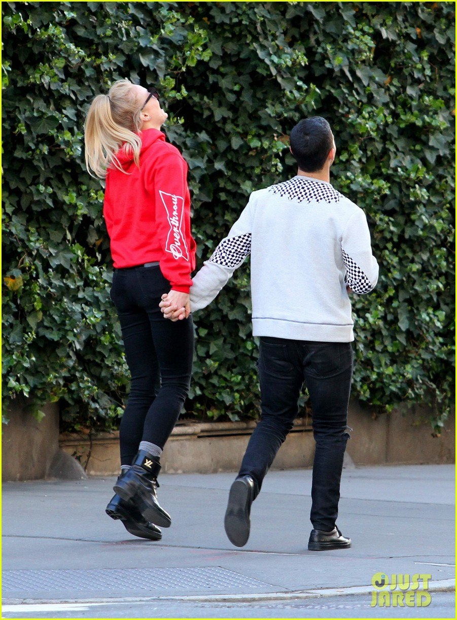 joe jonas sophie turner are jumping for joy 033897048