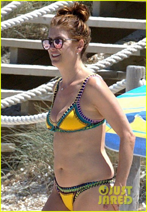 kate walsh rocks a bikini in spain 043901832