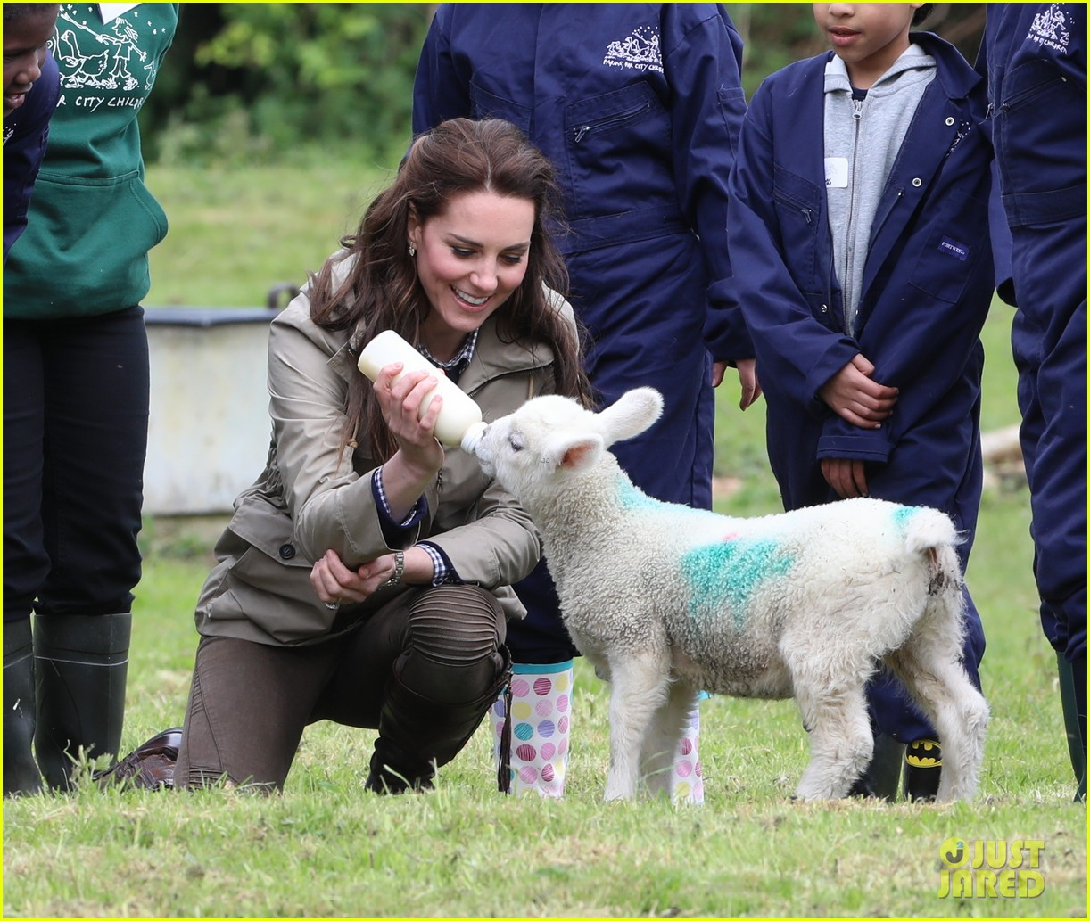 kate middleton feed baby lambs farms for children visit 013894781