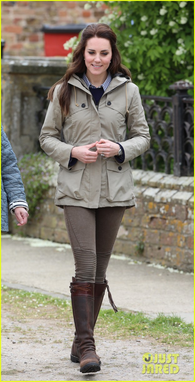 kate middleton feed baby lambs farms for children visit 023894782
