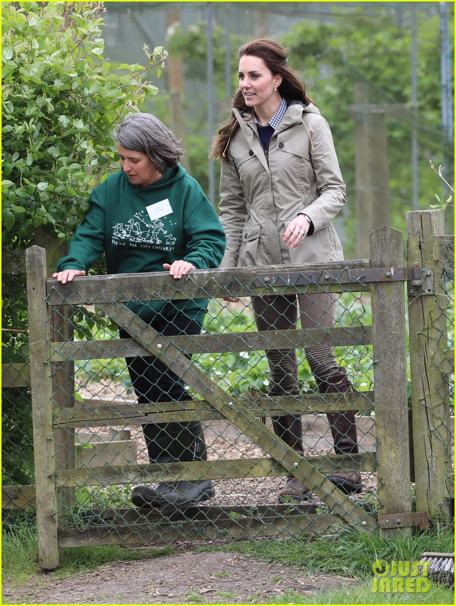 kate middleton feed baby lambs farms for children visit 043894784