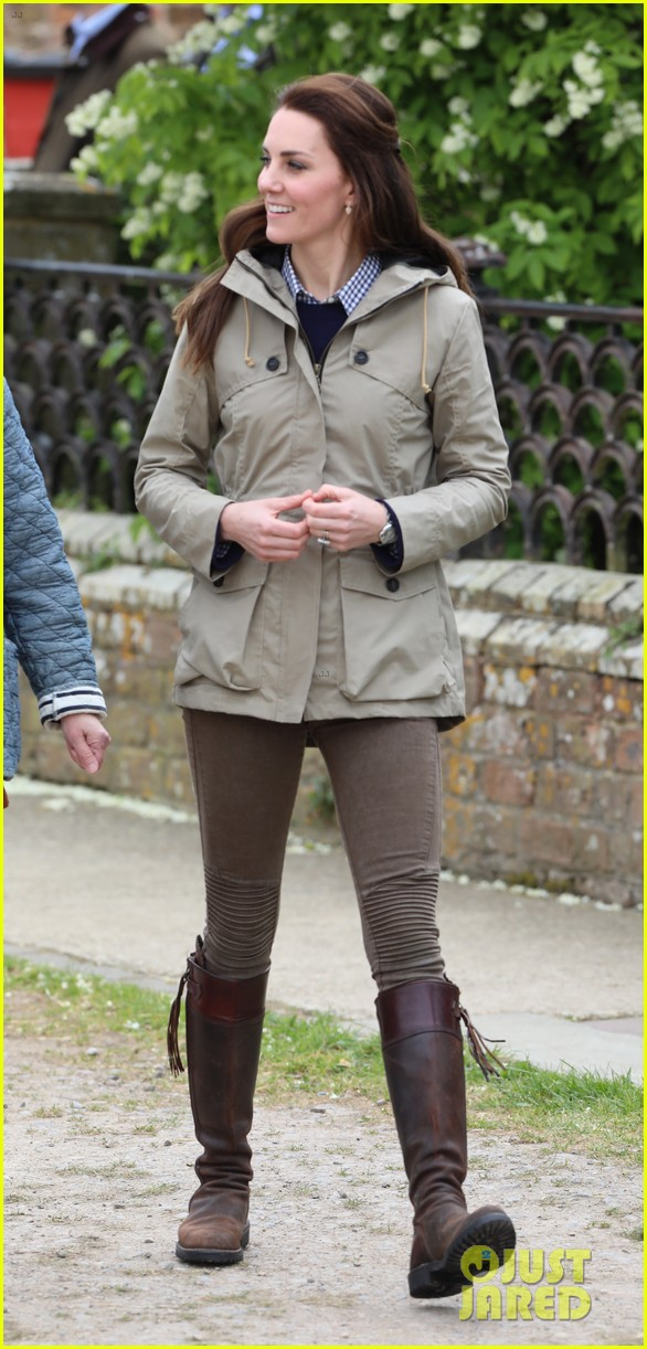 kate middleton feed baby lambs farms for children visit 073894787