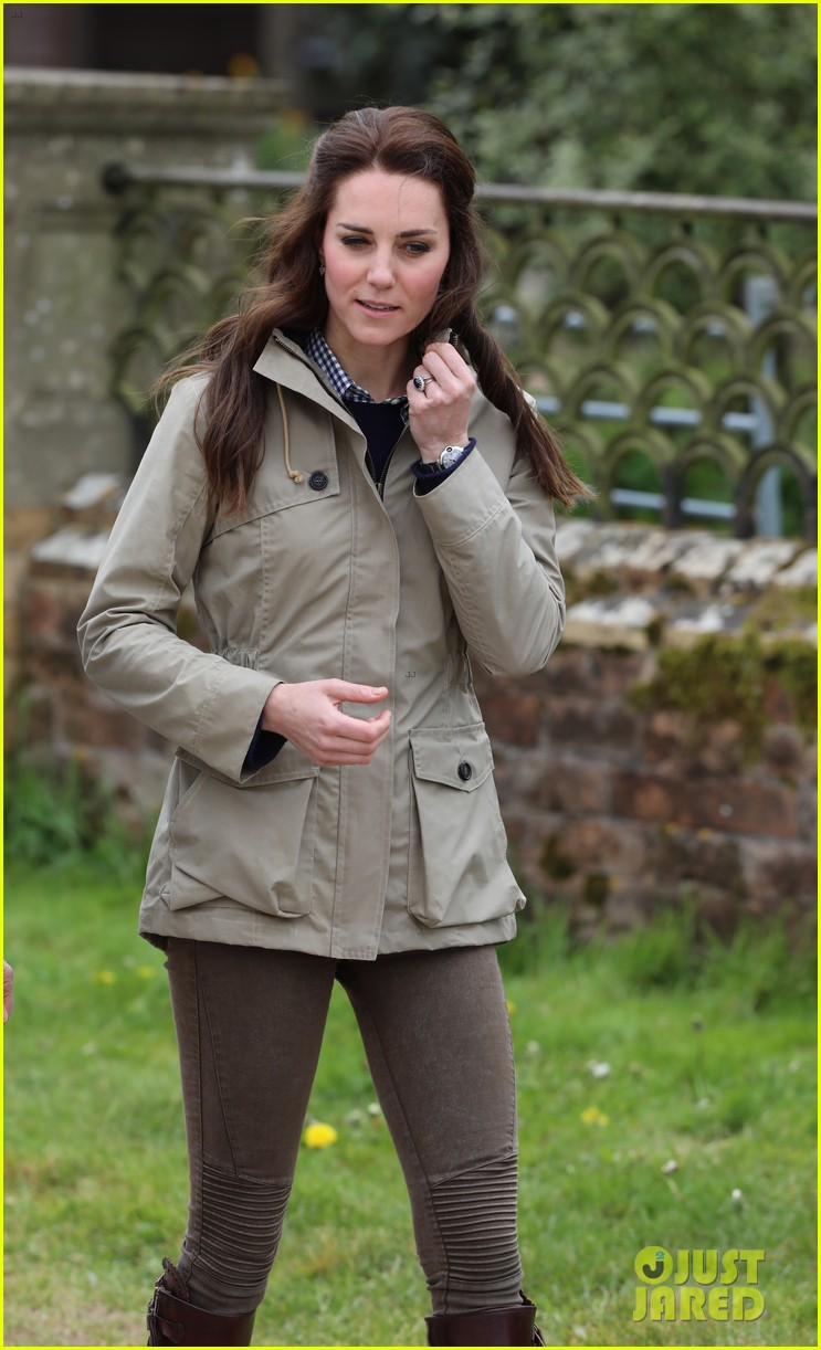kate middleton feed baby lambs farms for children visit 083894788
