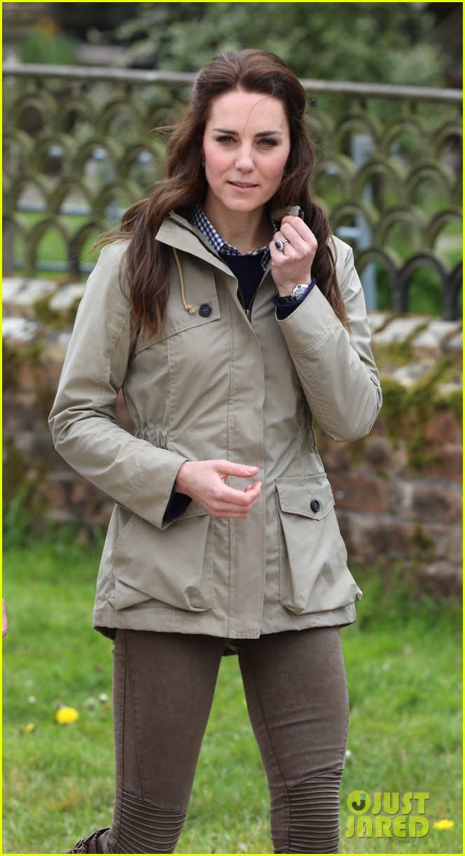kate middleton feed baby lambs farms for children visit 093894789