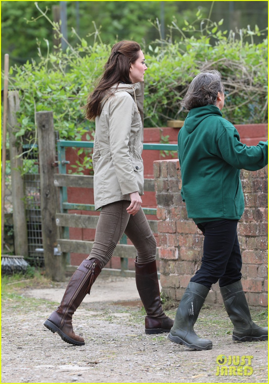 kate middleton feed baby lambs farms for children visit 103894790