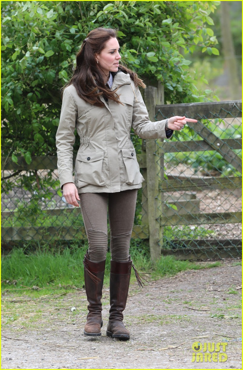 kate middleton feed baby lambs farms for children visit 113894791