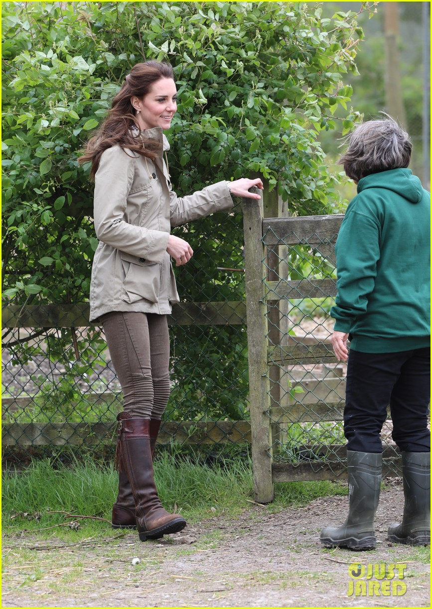 kate middleton feed baby lambs farms for children visit 123894792