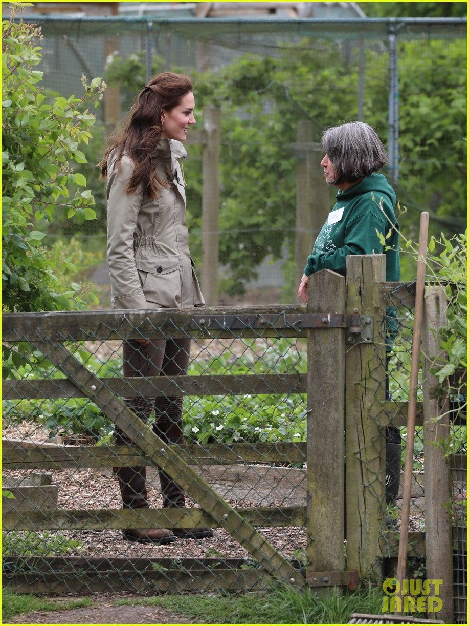 kate middleton feed baby lambs farms for children visit 143894794