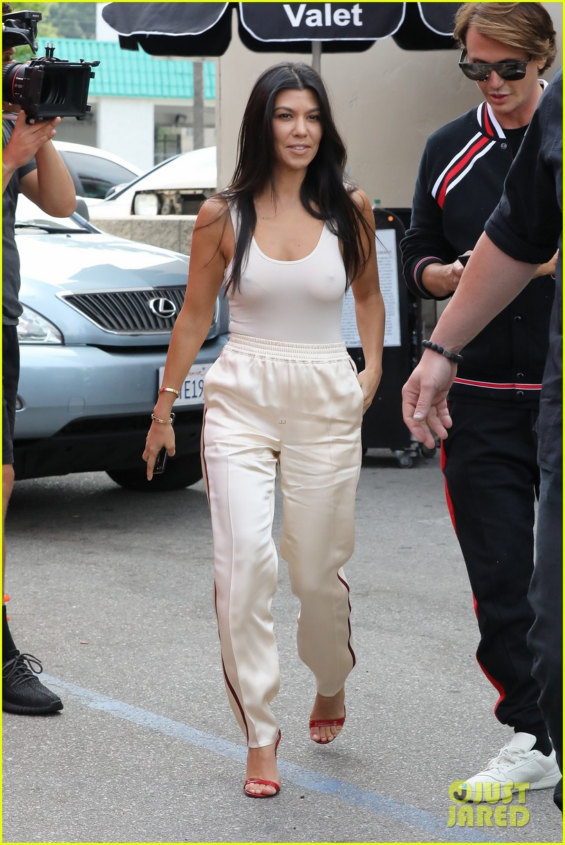kim khloe kourtney kardashian cinqo de mayo 023895579