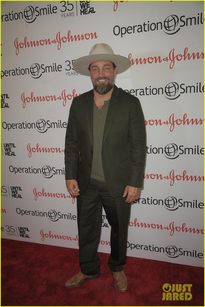 taylor kinney zachary levi operation smile 063901711