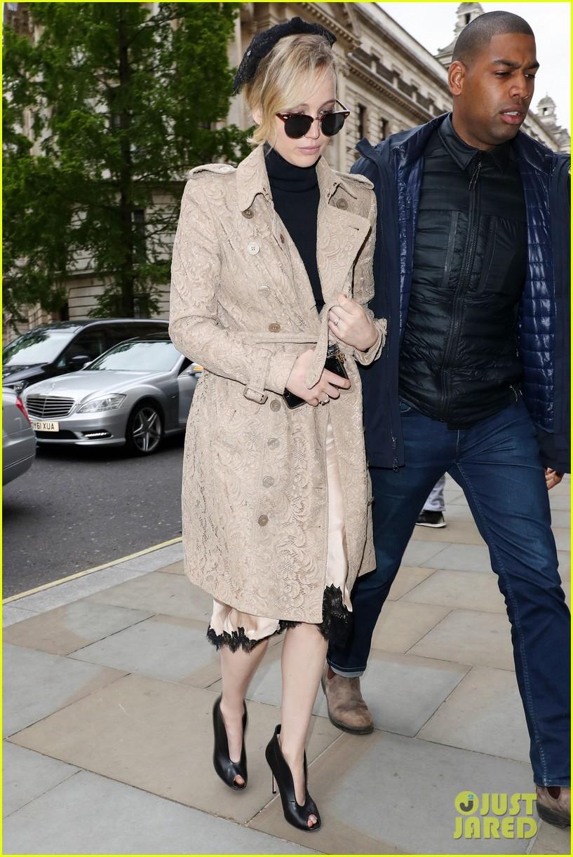 jennifer lawrence visits palace london 023896613