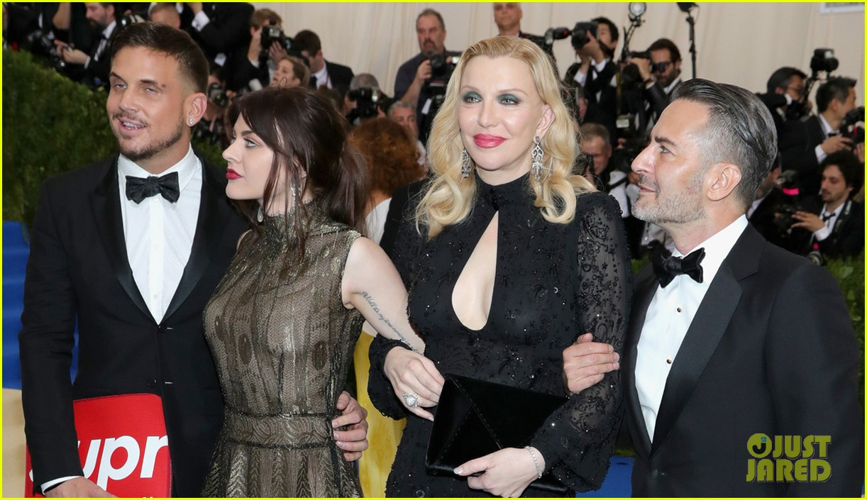 courtney love and daughter frances bean cobain are twinning in marc jacons at met gala 2017 023892845