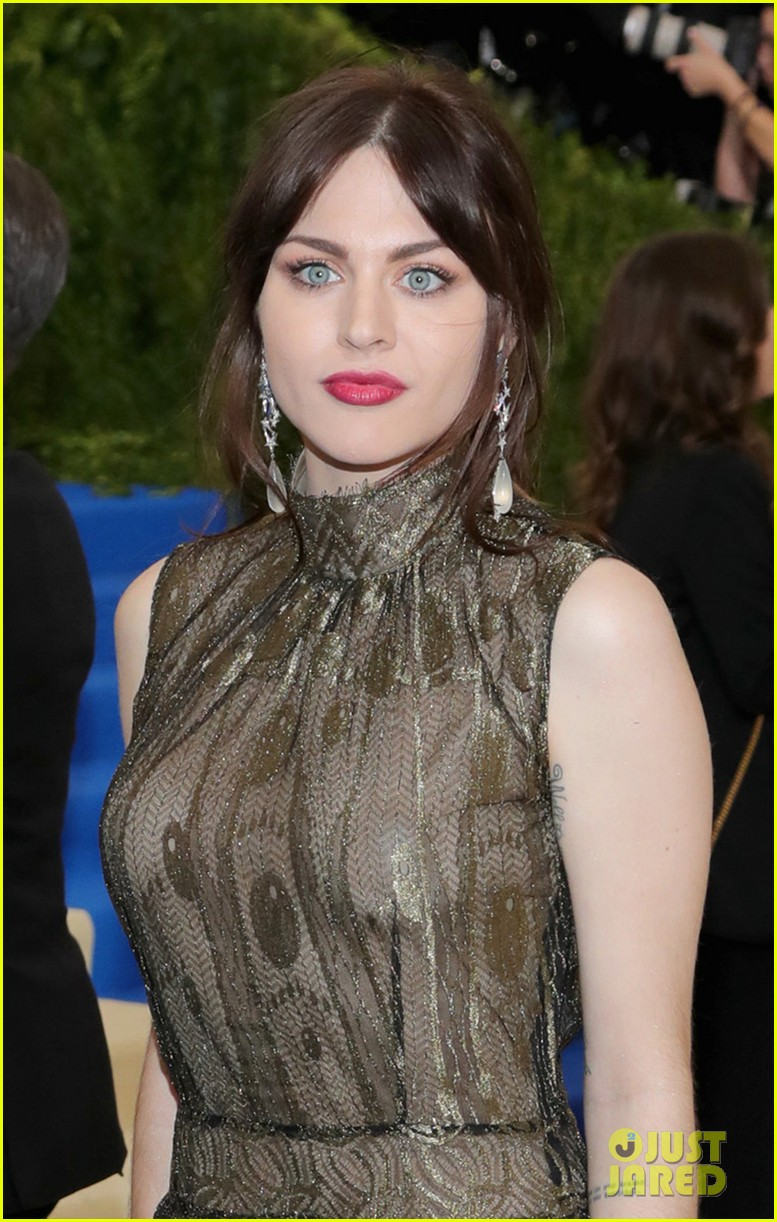 courtney love and daughter frances bean cobain are twinning in marc jacons at met gala 2017 043892847
