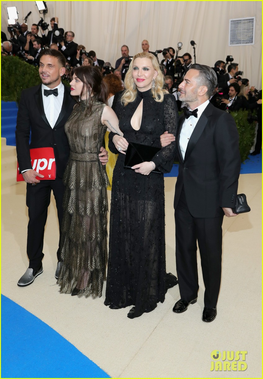 courtney love and daughter frances bean cobain are twinning in marc jacons at met gala 2017 053892848