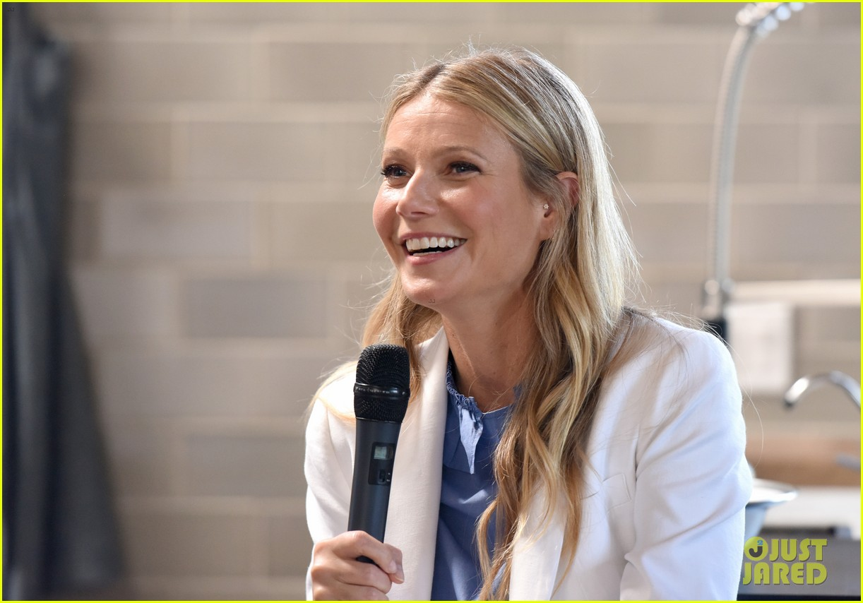 gwyneth paltrow explains how she balances goop acting 033900081