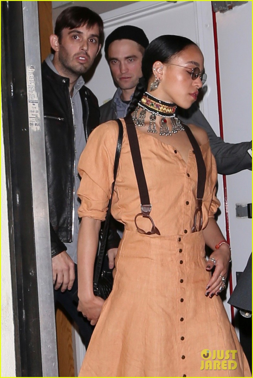 robert pattinson fka twigs dine with friends 043895736