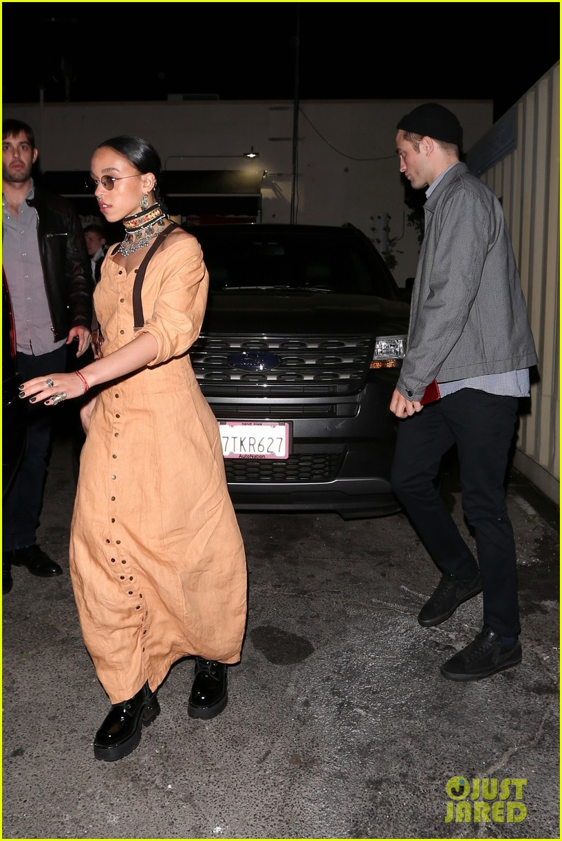 robert pattinson fka twigs dine with friends 053895737