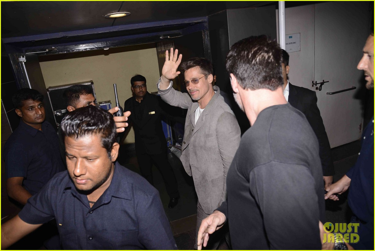 brad pitt says he cant dance like bollywood stars 023905754