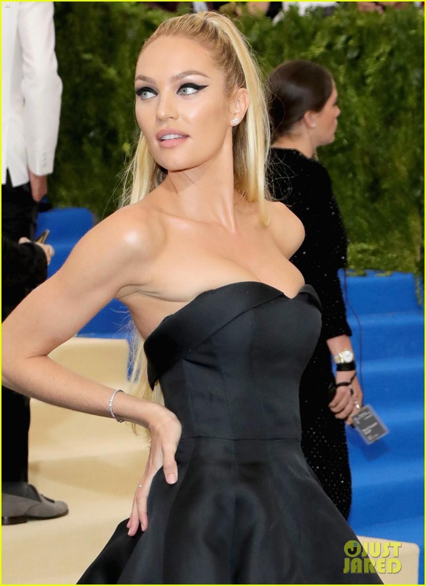 New Moms Behati Prinsloo Candice Swanepoel Arrive At The Met Gala