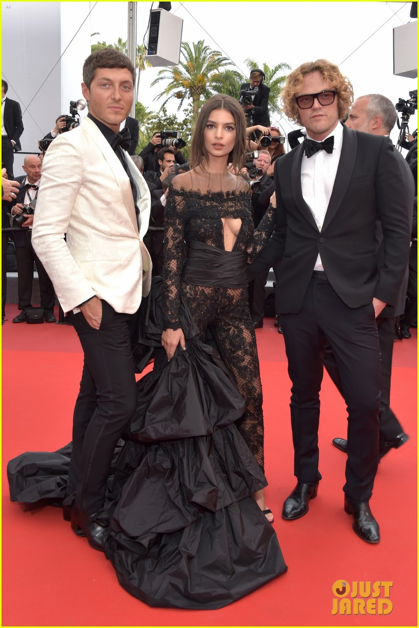 emily ratajkowski wows in peter dundas on cannes red carpet 053901168