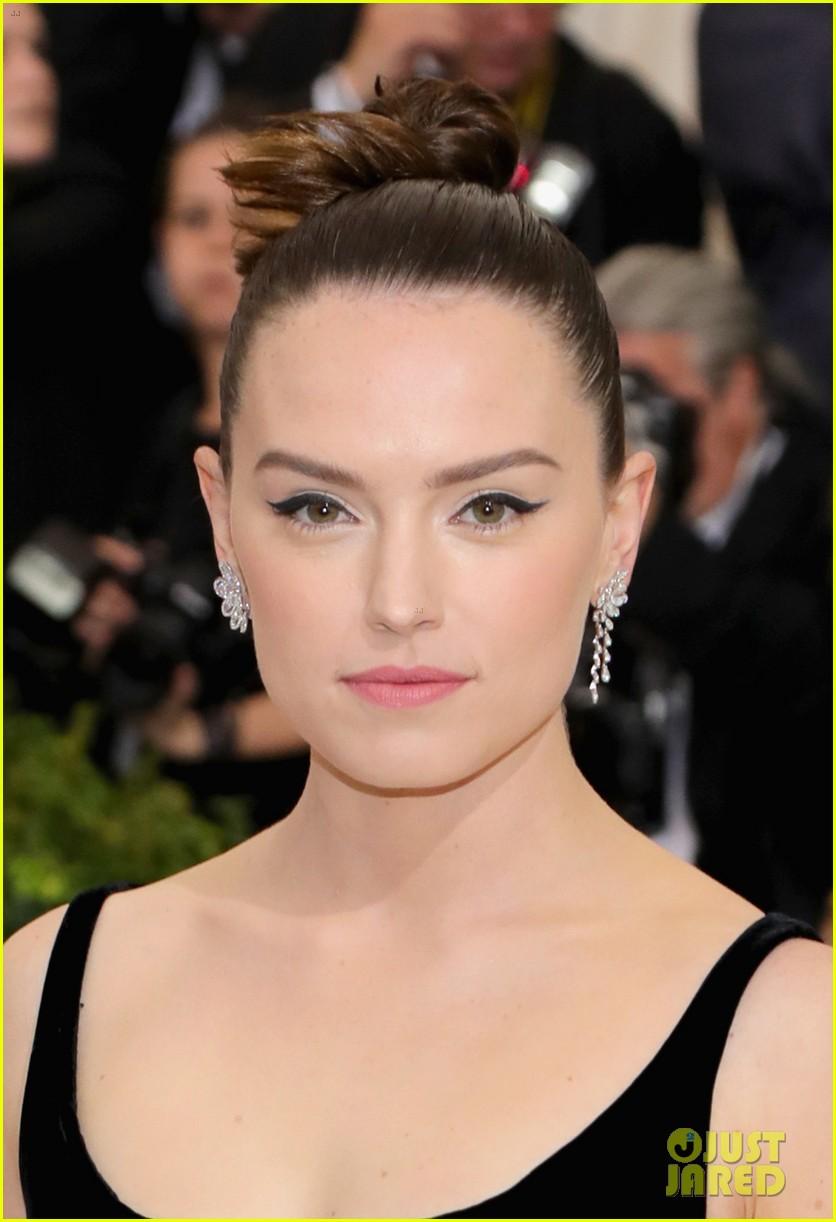 Daisy Ridley's Met Gal... Angelina Jolie Wikipedia