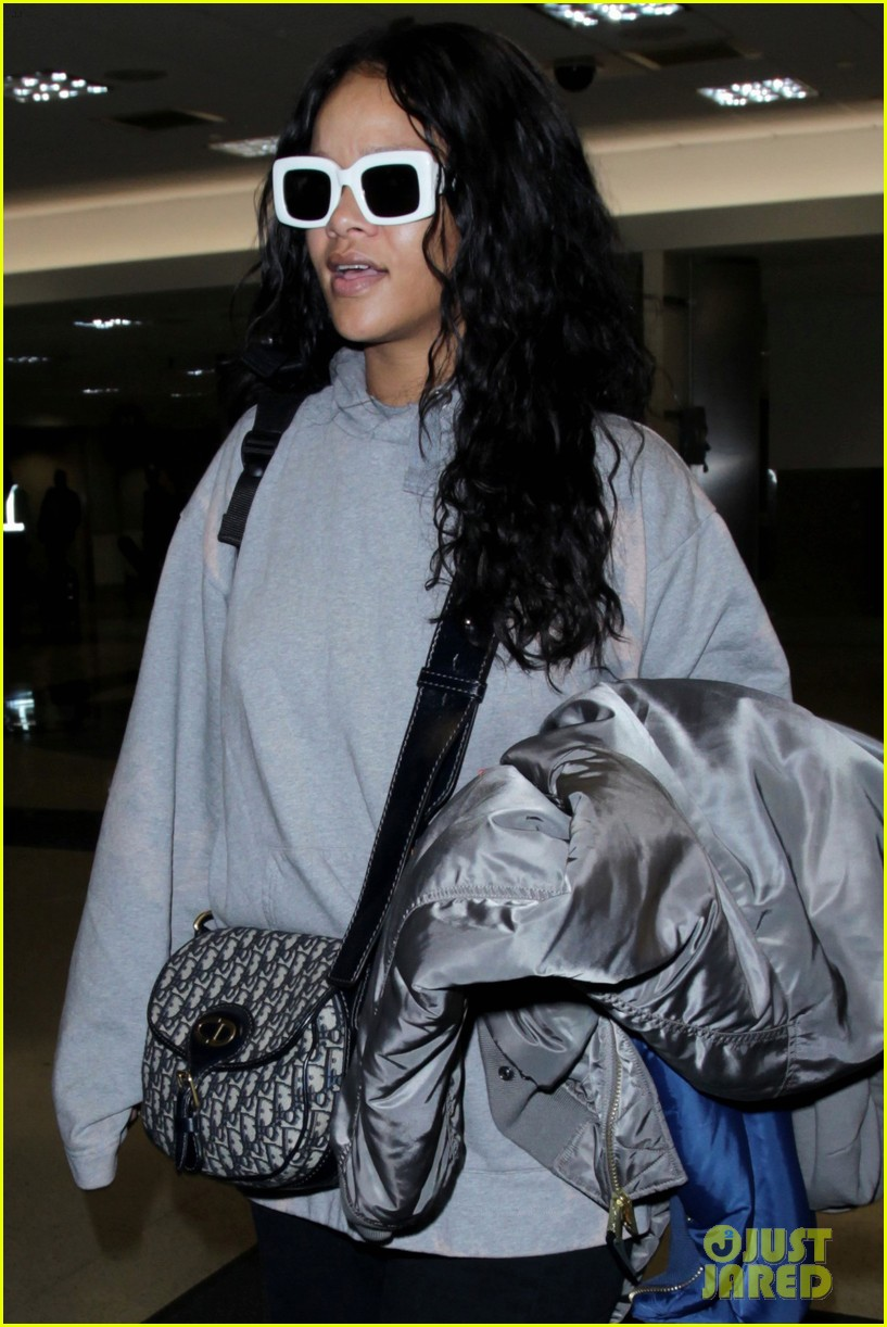 rihanna teaming up with design students to benefit haiti 013895595