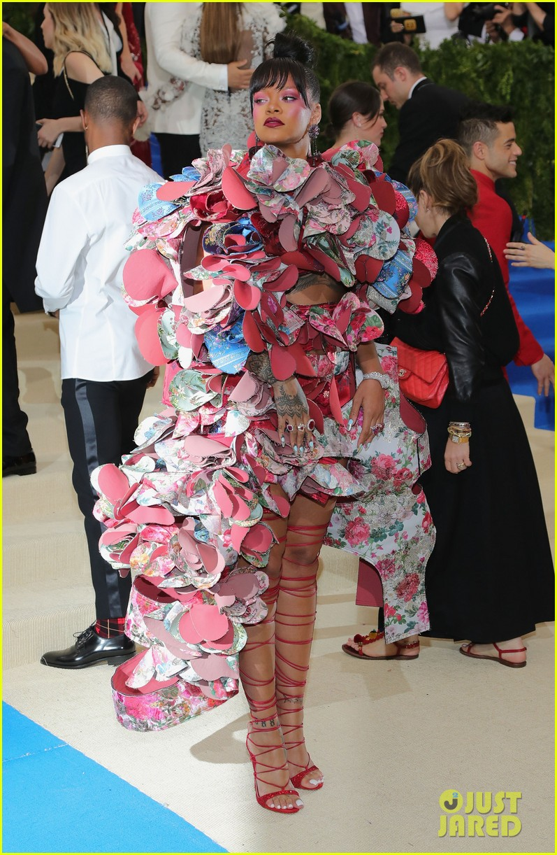 Rihanna s Met Gala 2017 Dress Is a Comme des Garcons Must See ... b868d18598fc