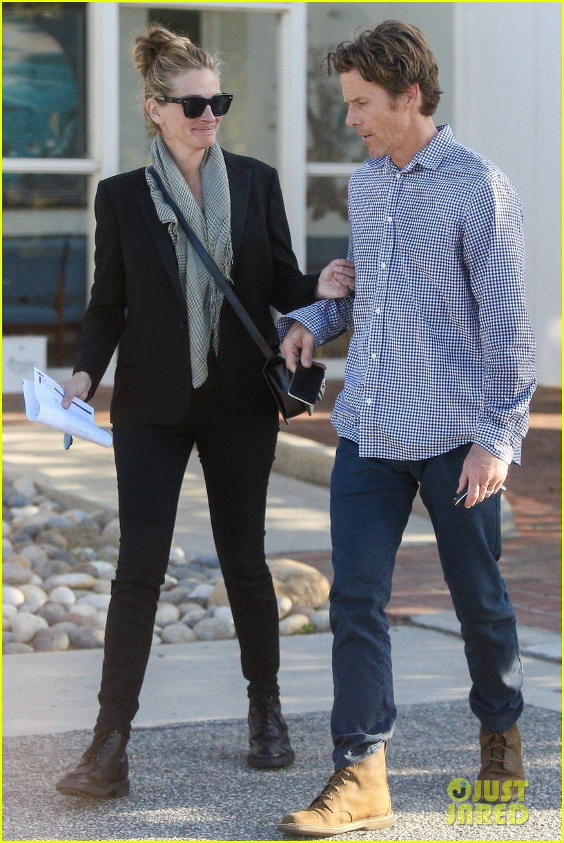 Julia Roberts & Husband Daniel Moder Cozy Up in Malibu After Her New ...