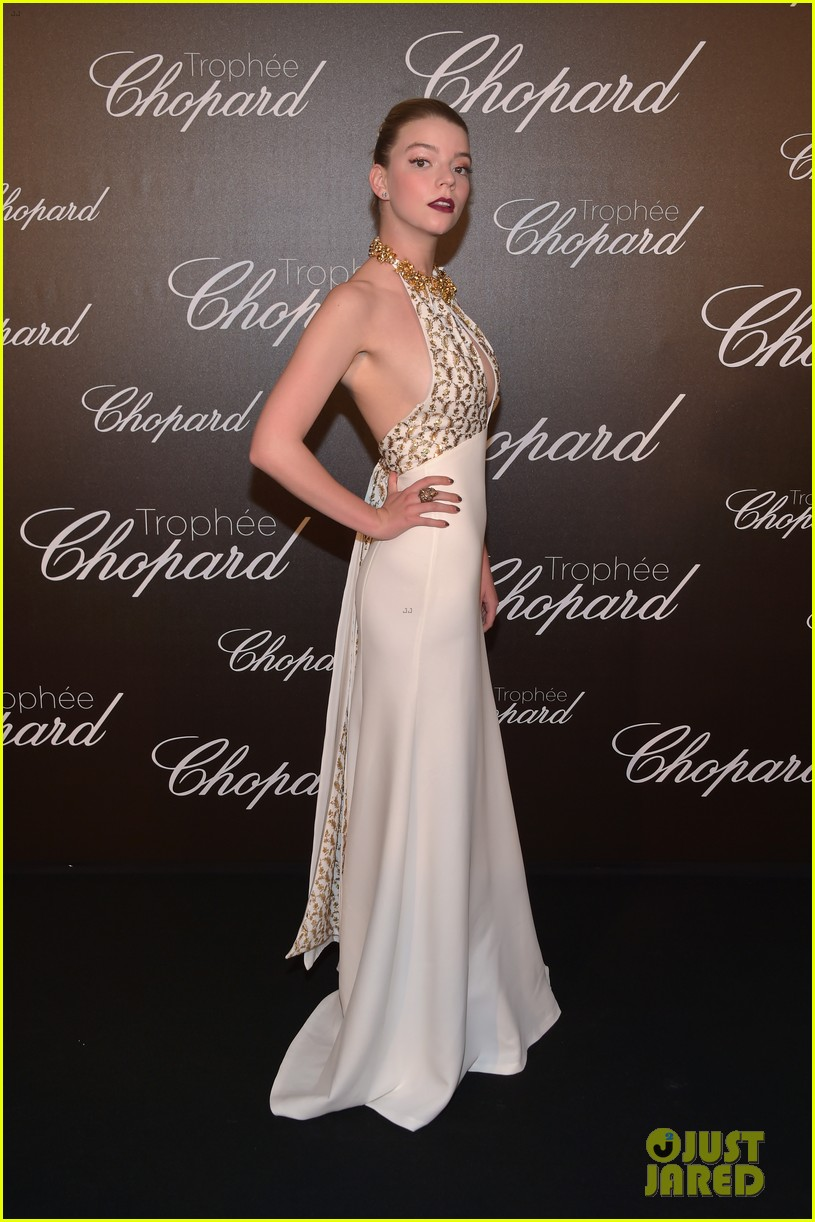 charlize theron presents anya taylor joy with chopard rising star trophy2 053903747