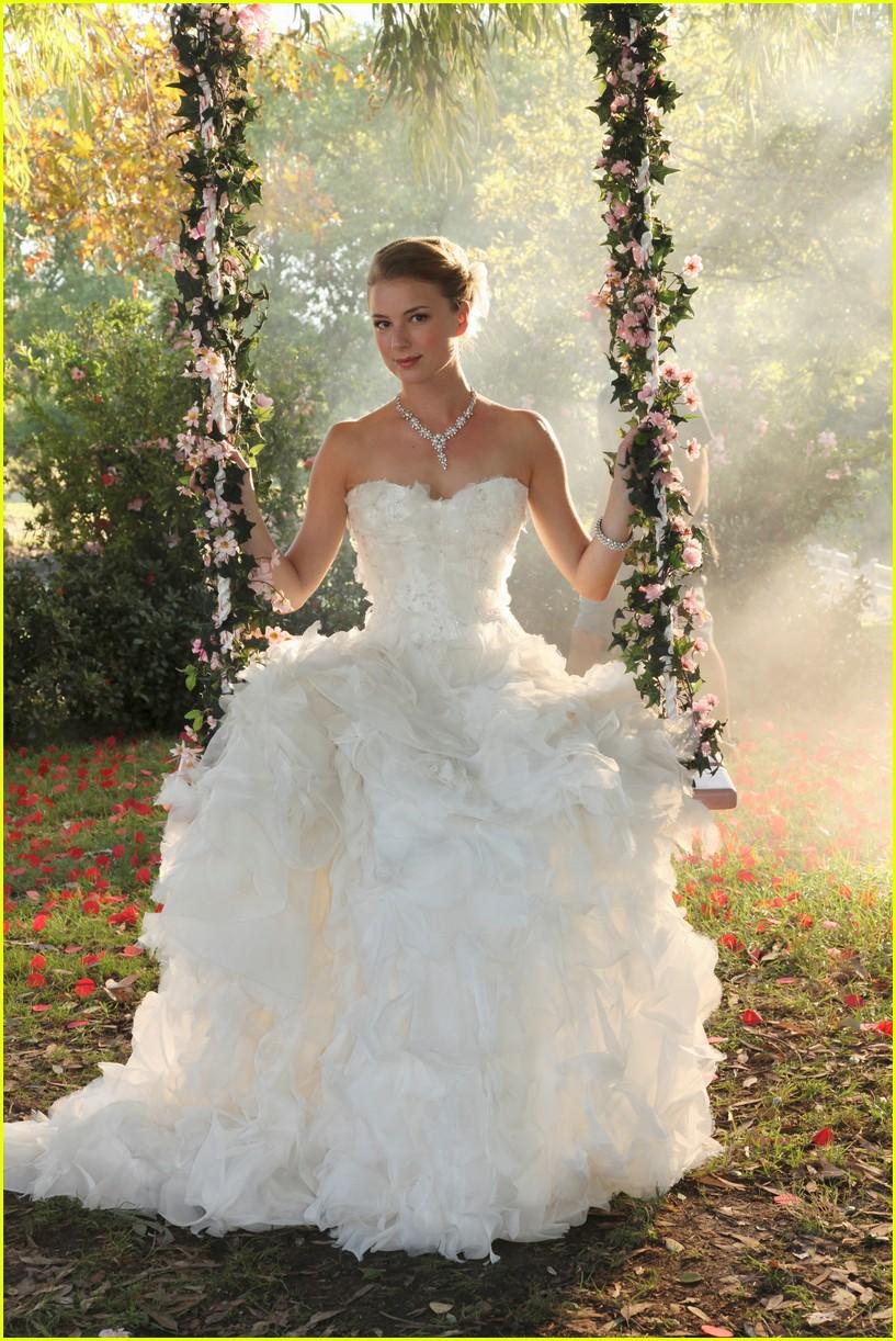 emily vancamp josh bowman revenge wedding photos 013898144