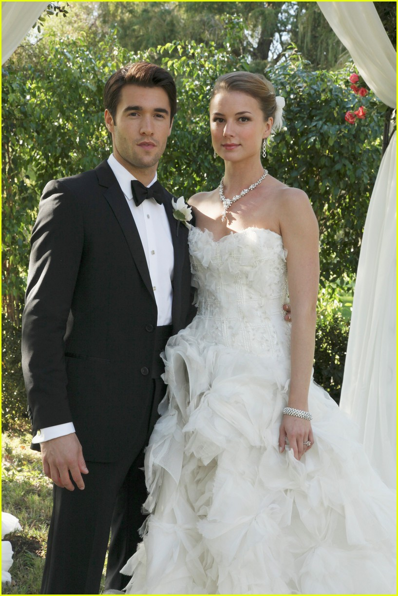 emily vancamp josh bowman revenge wedding photos 023898145
