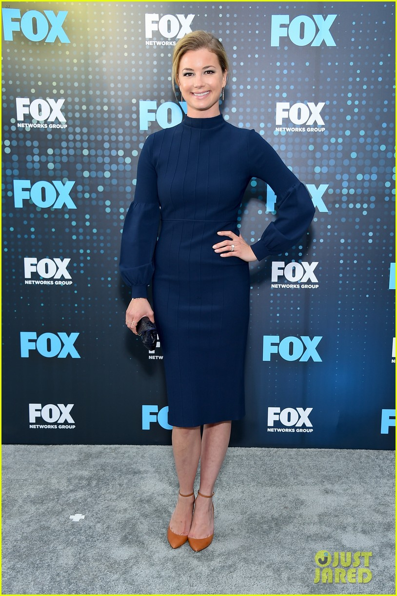 emily vancamp shows off engagement ring at fox upfronts 023899319