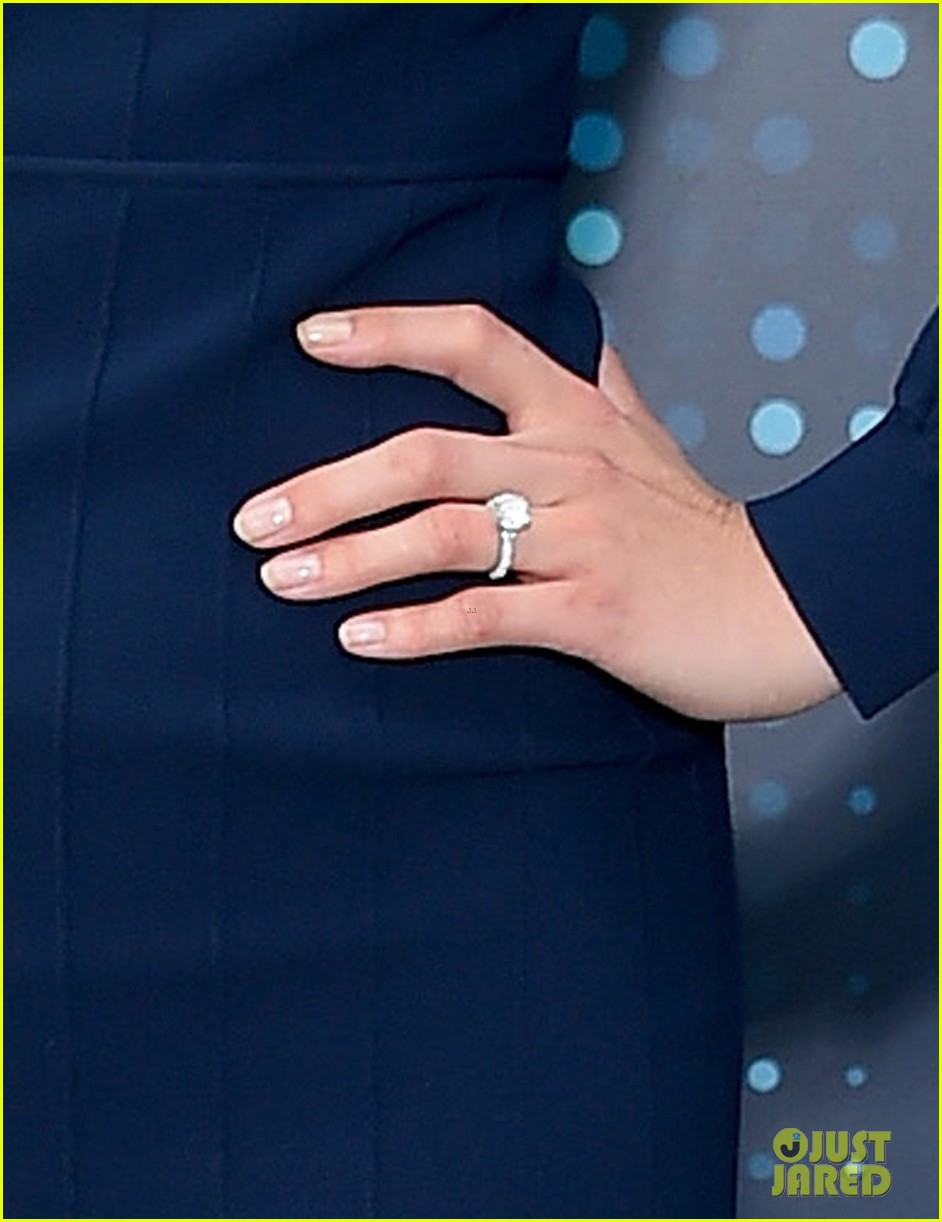 emily vancamp shows off engagement ring at fox upfronts 033899320