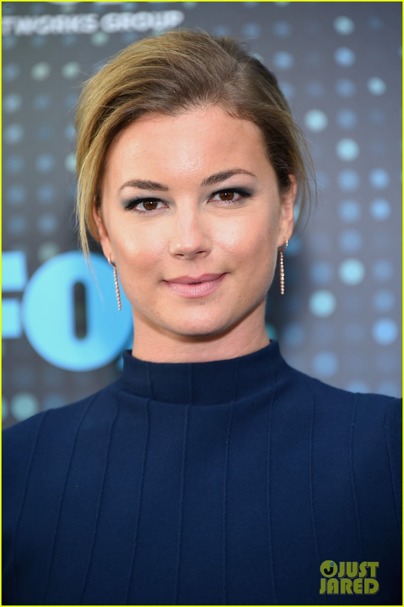 emily vancamp shows off engagement ring at fox upfronts 053899322