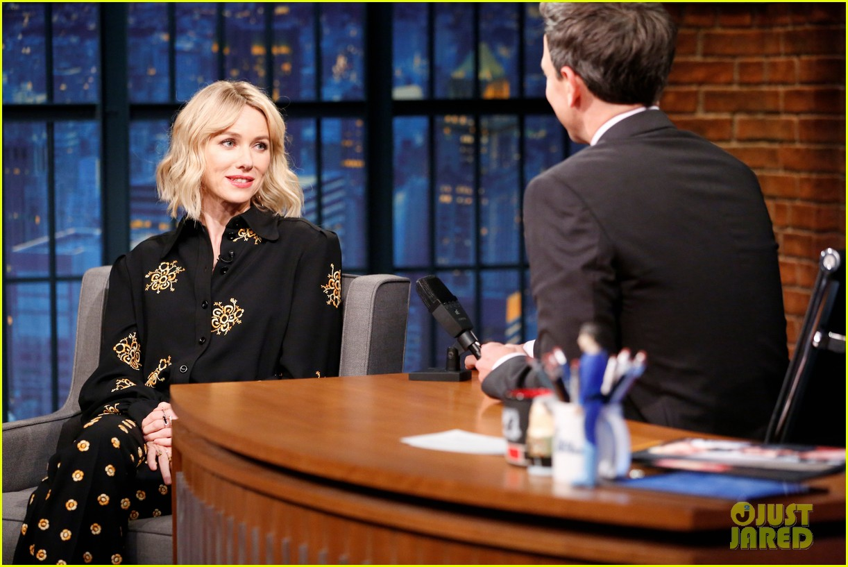 naomi watts gets warnings from david lynch not to share twin peaks spoilers 023901403