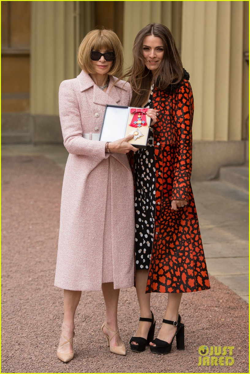 anna wintour becomes a dame 043895455