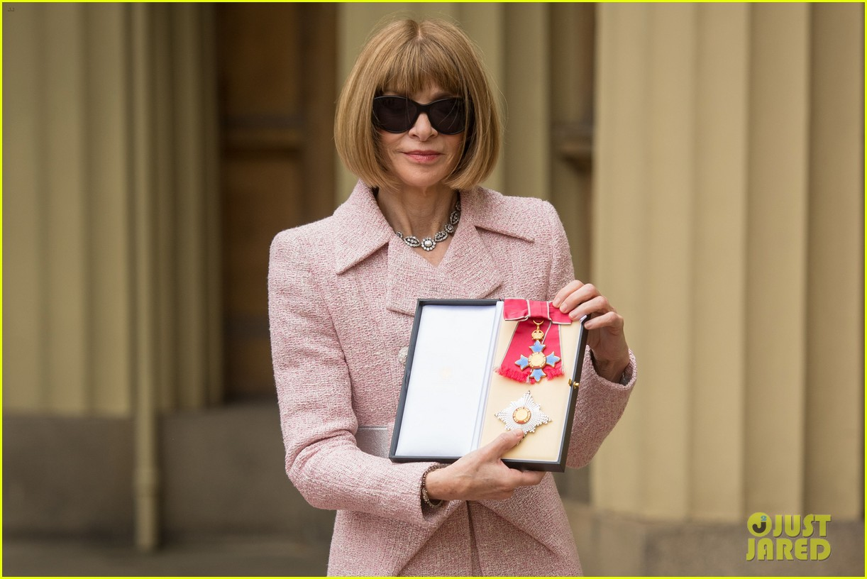 anna wintour becomes a dame 053895456