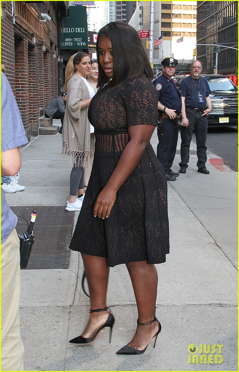 uzo aduba share inspiring bu commencement speech tips with stephen 023913833