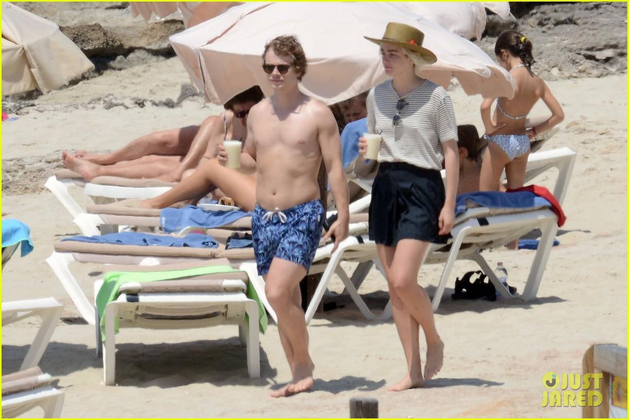 alfie allen hits the beach with his girlfriend 323915005