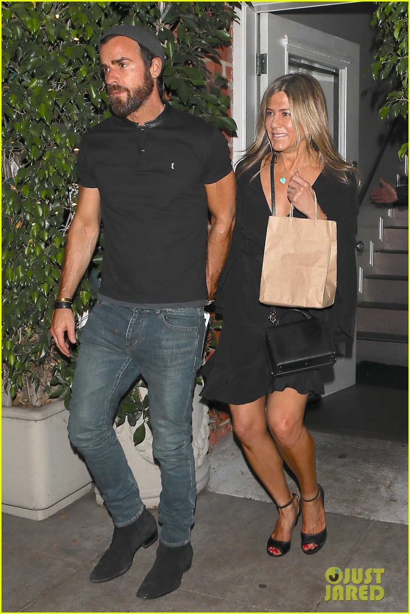 jennifer aniston justin theroux dine with courteney cox friends 013921918